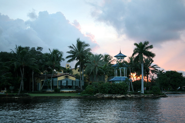 Clermont Waterfront Properties: Lakes vs. Rivers